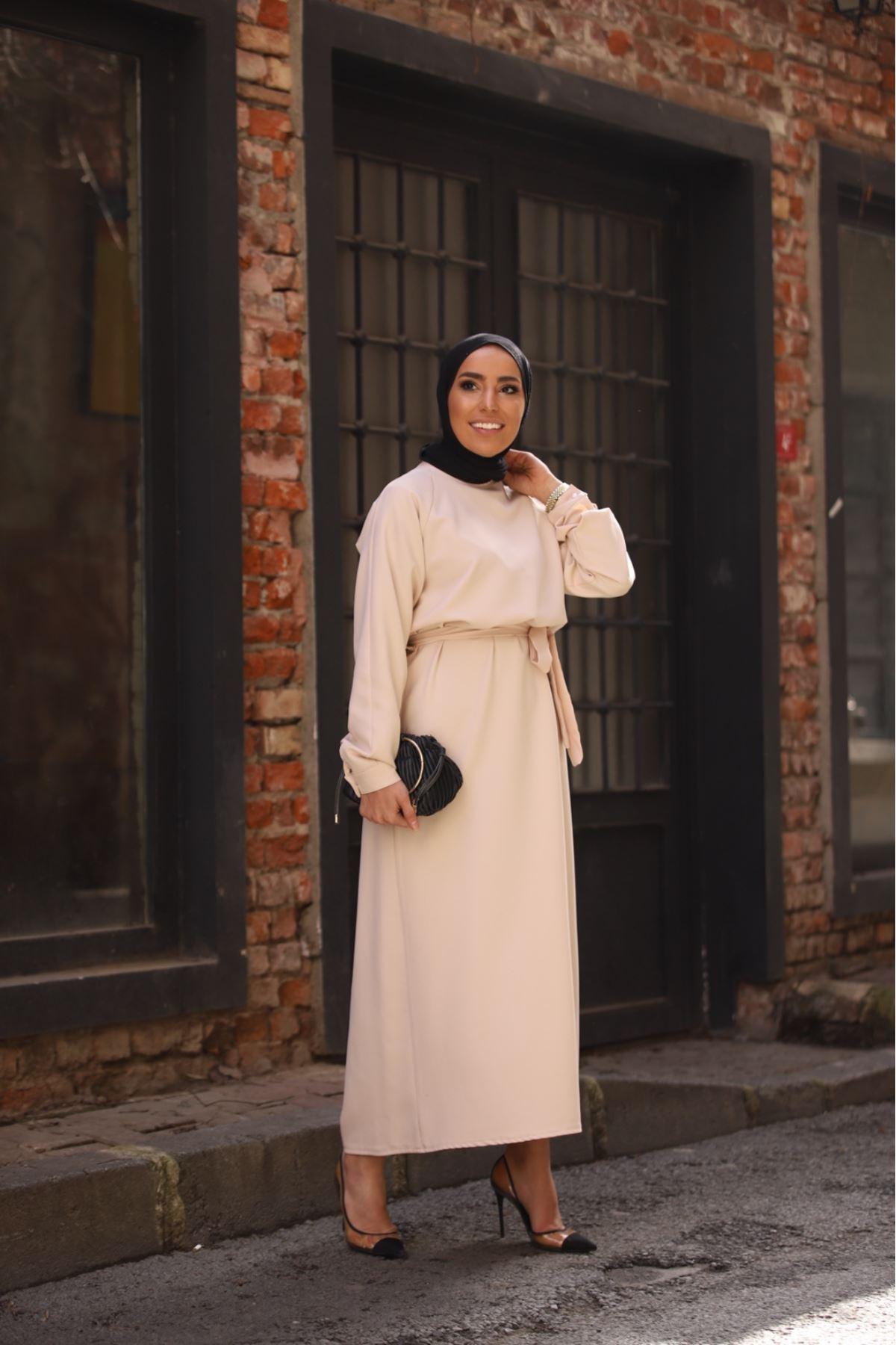 Kemerli düz elbise - Krem